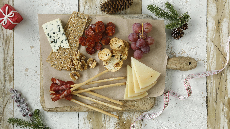 Tabla de embutidos y queso, con chorizo riojano.
